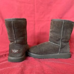 UGGS BROWN SIZE 3